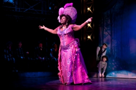 Capathia Jenkins as Medda Larkin belts out 'That's Rich' in Broadway's Newsies.